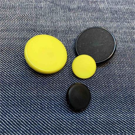 Italian Plastic Shank Button Image 1
