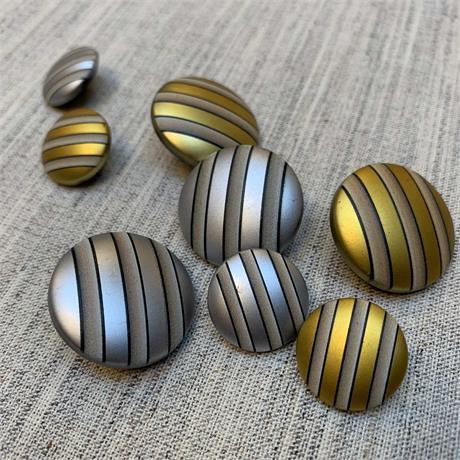 Plastic Stripe Metallic Shank Button Image 1
