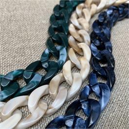 Plastic Link Chain - 1m piece thumbnail