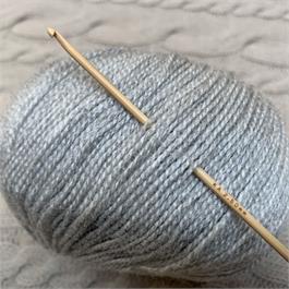 SeeKnit Shirotake 2.5mm Bamboo Crochet Hook thumbnail